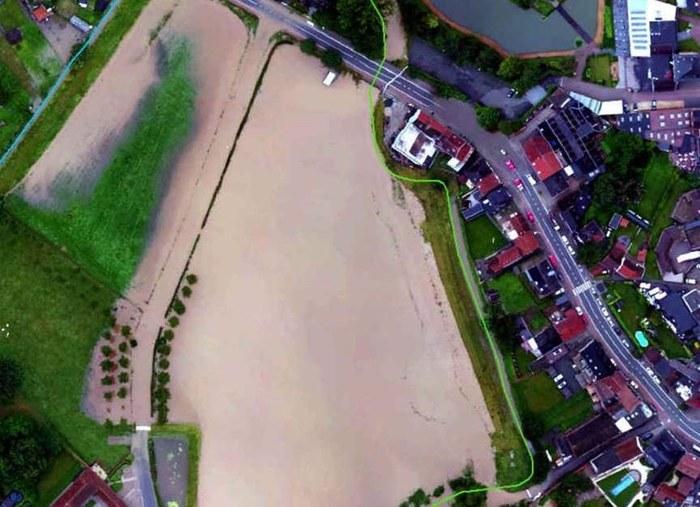 De huizen achter de dijk in het centrum van Herne blijven gespaard.