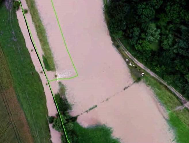 Koeien geraken in de problemen door ondergelopen grond.