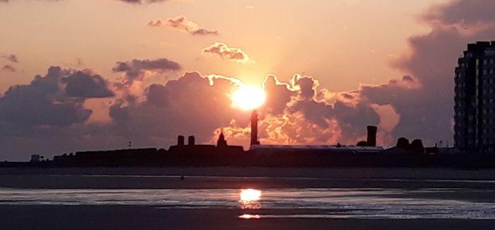 Zonsopgang aan de Belgische kust