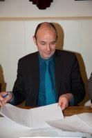 Foto van de ondertekening van het charter door Philippe D'Hondt