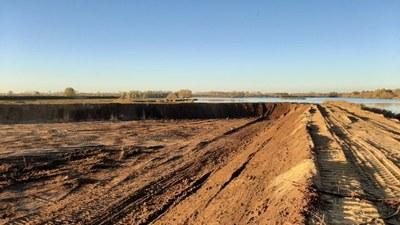 Foto van de aanleg van ontwateringsbekken aan het Schulensmeer