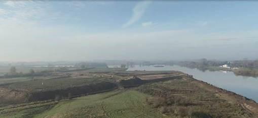 Luchtbeeld van de enorme hoeveelheid af te graven zand aan het Schulensmeer